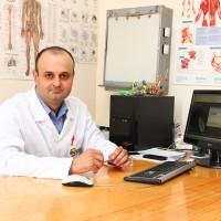 První operace onkologické náhrady kolenního kloubu typ CMS v zahraničí
